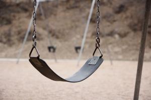 6028playground_swing